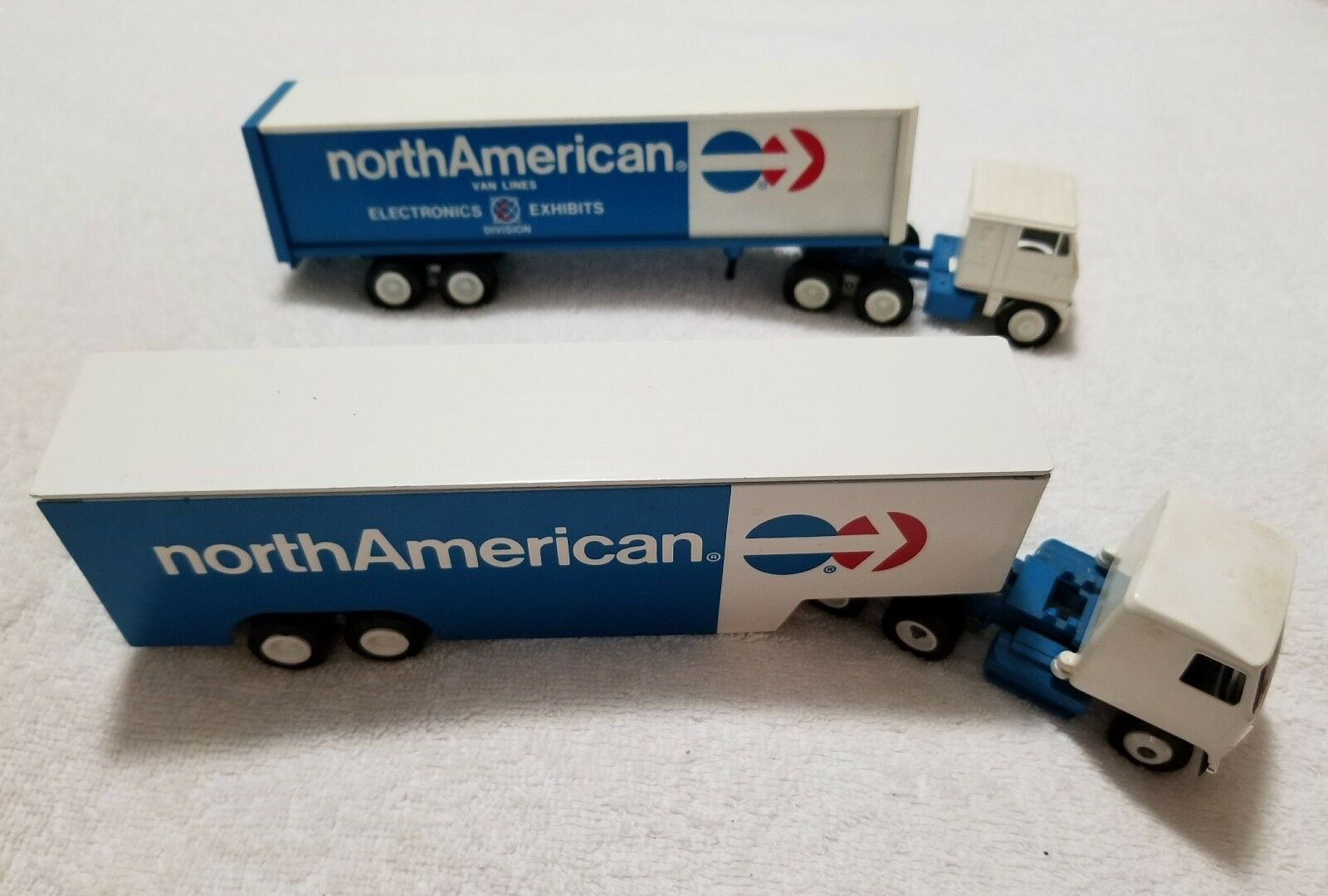 (2) Winross North American Tractor Trailers (Pre-Owned)