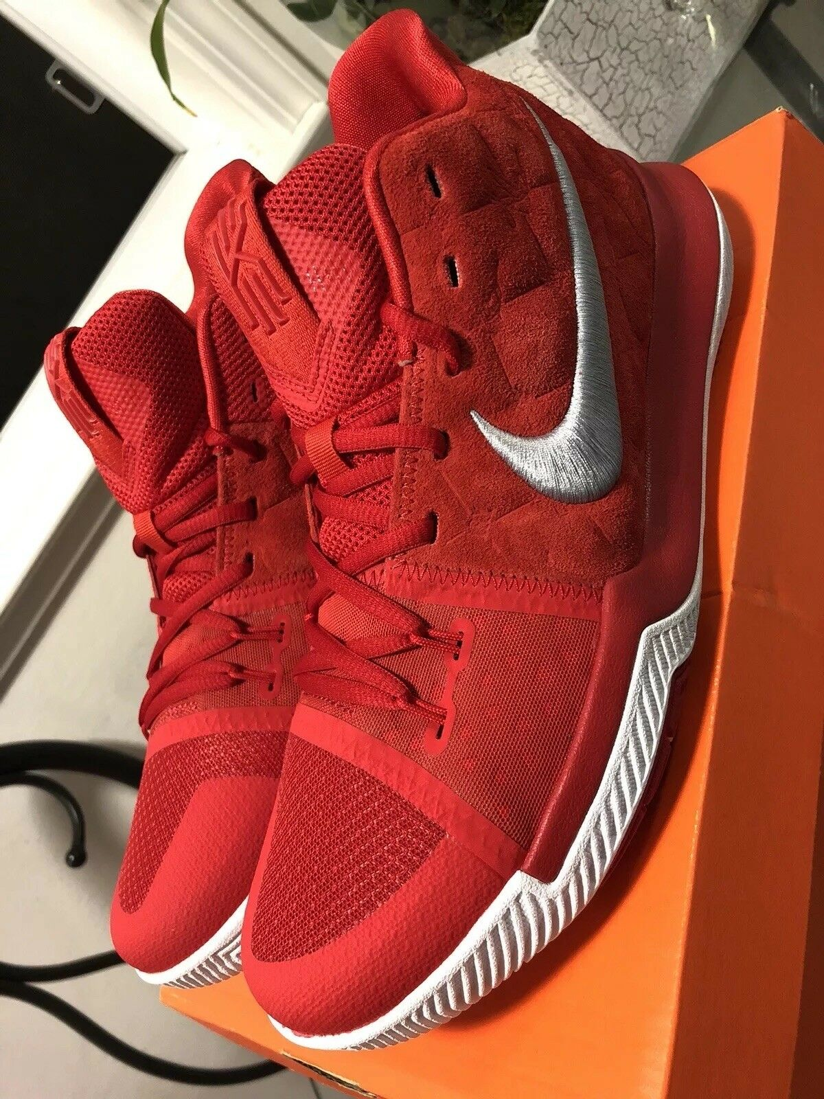 Nike Kyrie 3 sz 10 University Red Suede