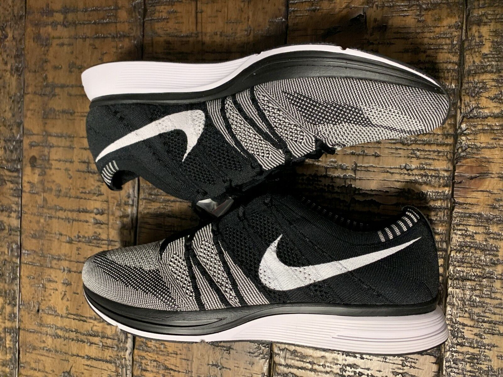2018 Men's Nike Flyknit Trainer Oreo AH8396-005 Black White Size 11.5