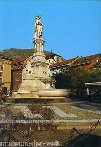 Bozen-Denkmal-Walther-von-der-Vogelweide-Monument-Bolzano