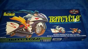 2003-Polar-Light-Batcycle-Model-Kit-1966-w-Robins-go-cart-Batman