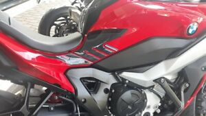 2-adesivi-3D-protezioni-laterali-serbatoio-moto-compatibili-BMW-S1000XR-dal-2020