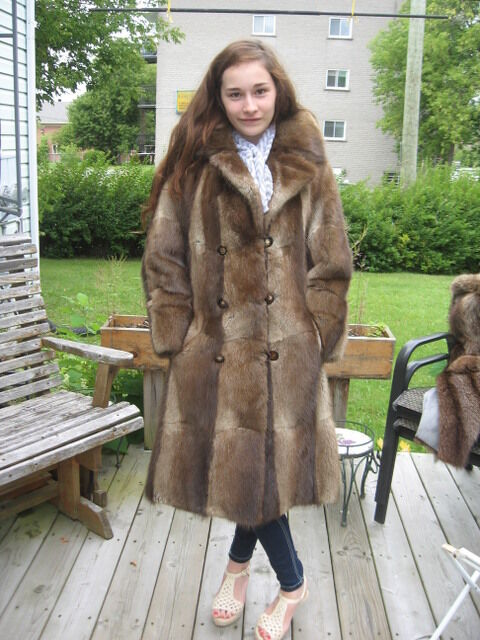 Craft cutter beautiful WOMEN SWEET brown muskrat fur coat size 6 7