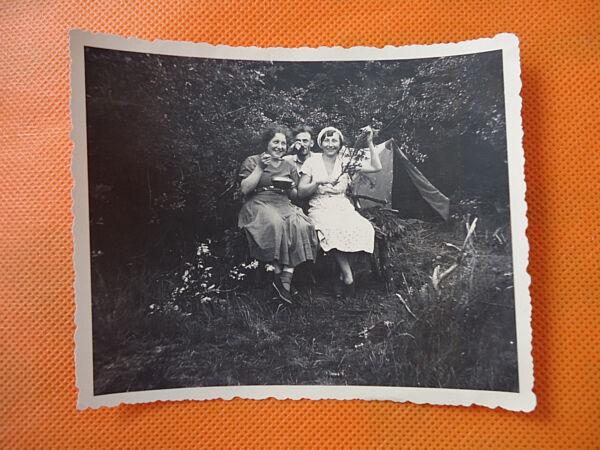"""""""biwak"""": Sw-fotografie, Sw-foto, 20-er Jahre, Zelten, Frauen, Mann, Abenteuer! Farben Sind AuffäLlig"""