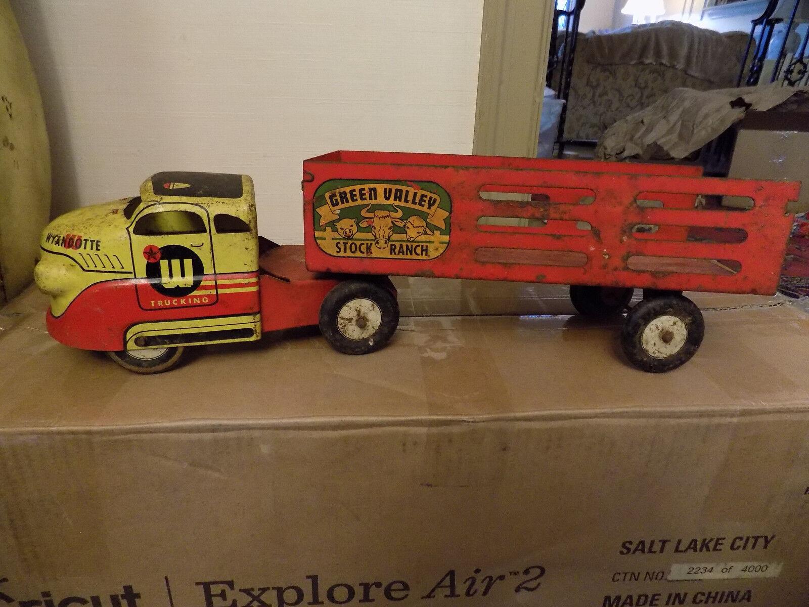 Década de 1950 Wyandotte Acero Prensado verde Valle Granja camión rojo y amarillo grande 17  de largo