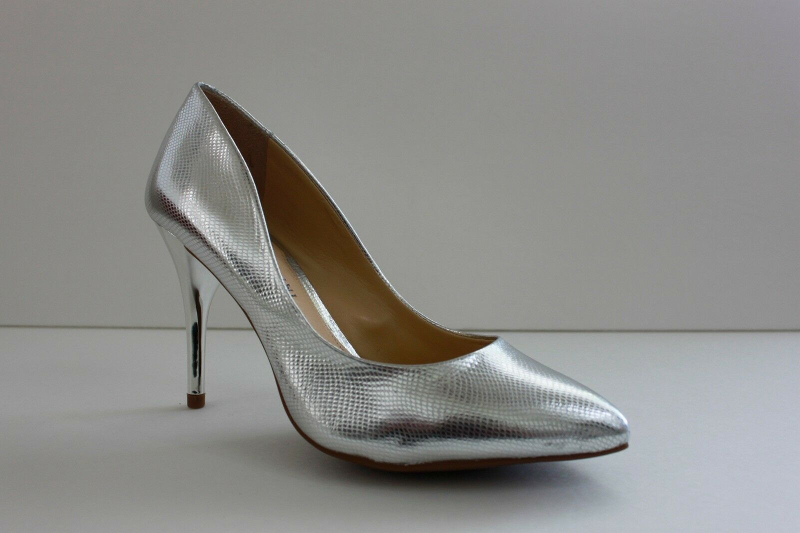 Gianni Bini Womens Heels shoes Size 6.5 M Silver Leather Snake Pointed Toe Pumps
