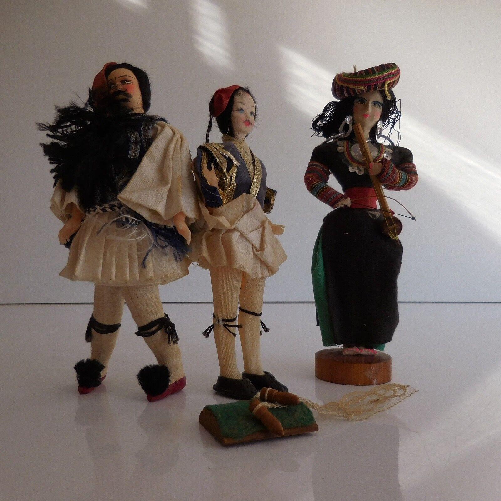 3 poupées personnages de collection en costume folklorique fait main XXe PN