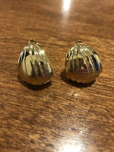 Vintage Signed Ciner Goldplated Ribbed Clip Earrings