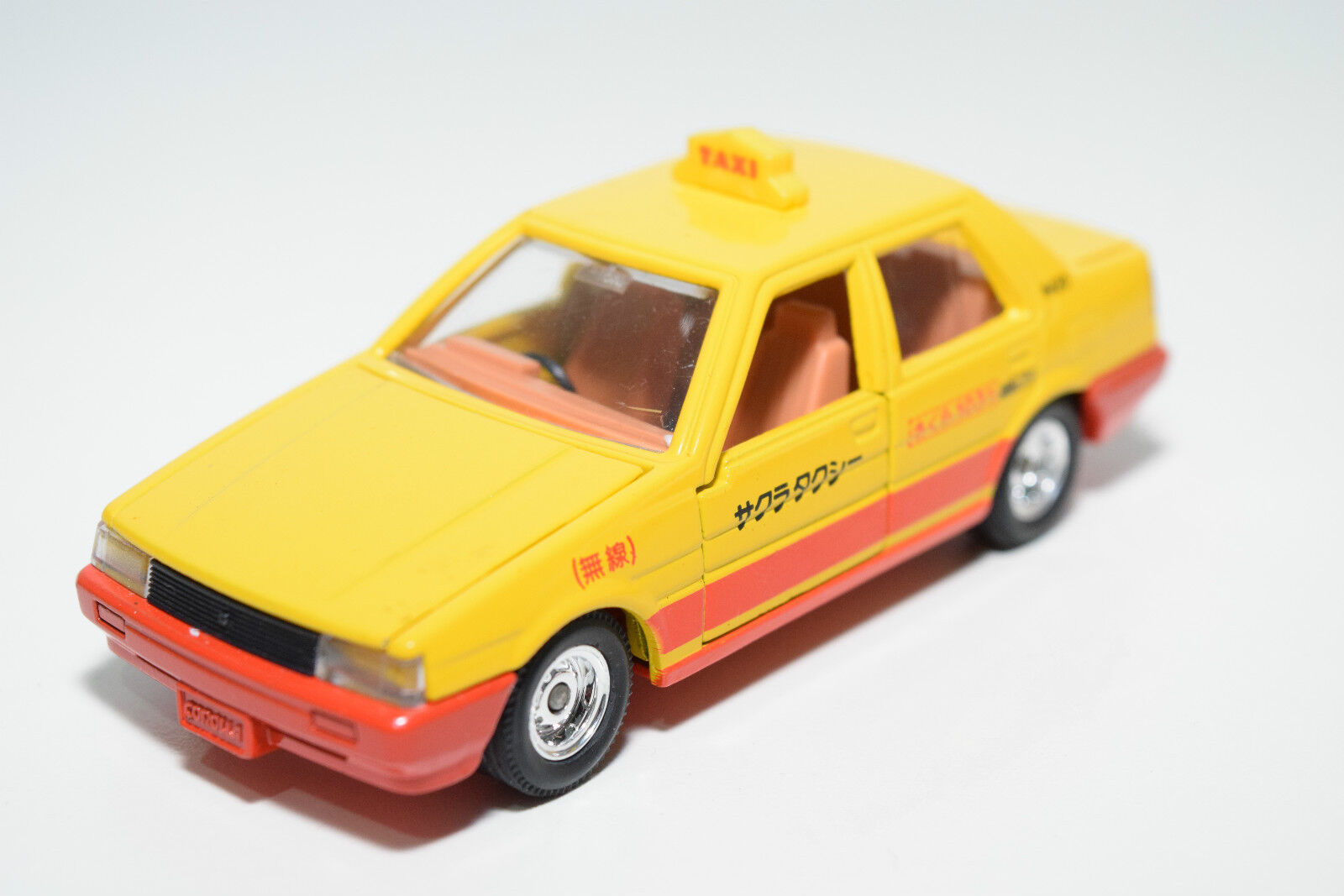 TOMICA DANDY TOMY TOYOTA CgoldLLA SEDAN TAXI YELLOW MINT CONDITION