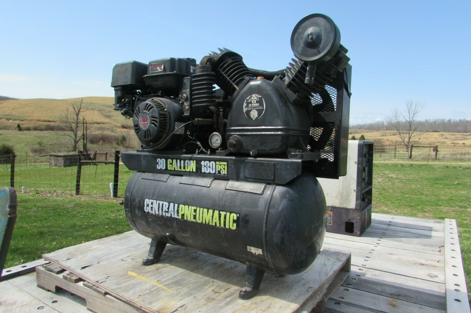 Used 30 Gallon 180 PSI Max Gas Central Pneumatic Air Compressor  #1014. Buy it now for 700.00