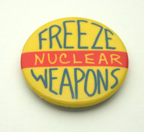 "Anti Bomb War /""Freeze Nuclear Weapons/"" 1980s Button Pin NOS New"