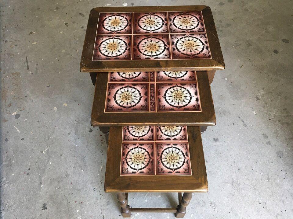Indskudsbord, egetræ, b: 39 l: 55 h: 52
