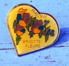 Pin's du début des années 1990, coeur Brigitte fleurs avec numéro de téléphone