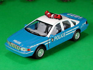 Die-Cast-Chevy-Caprice-Vintage-Police-Car-O-Scale-1-43-by-Kinsmart