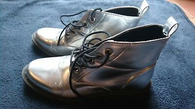 Damen Stiefel,Boots,Schuhe in Silber. Gr.38 - 7