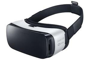 Samsung Gear VR (SM-R322) - Virtual Reality Headset - Frost White