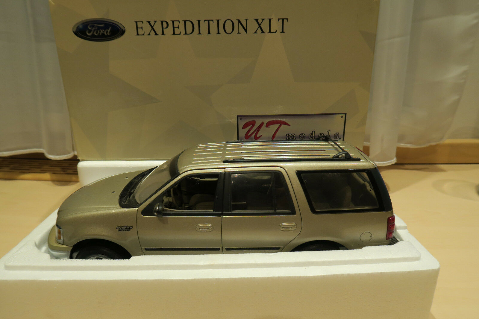 Ford Expedition XLT UT Models 1 18 met. or
