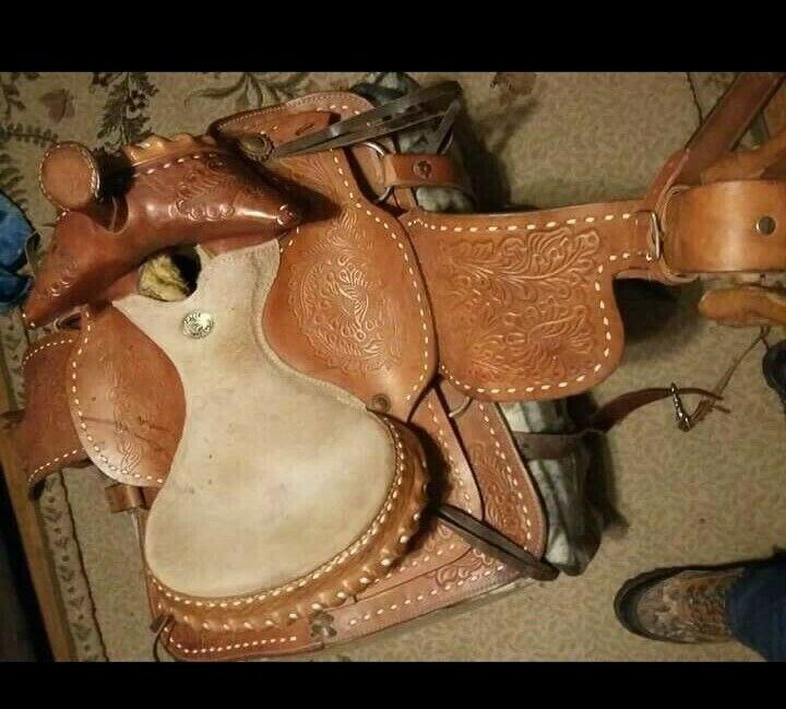 Verynice saddleneeds a good home