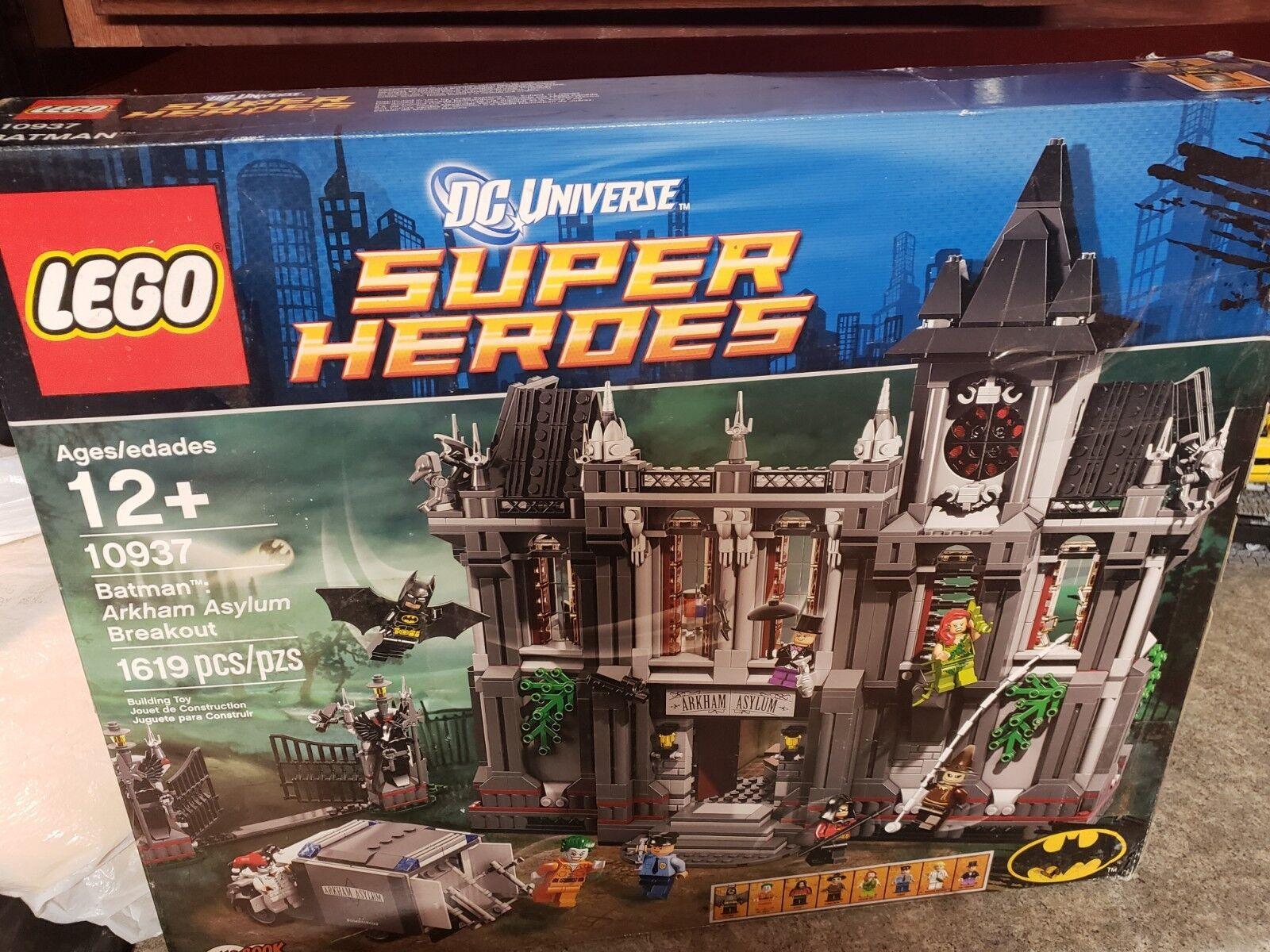 LEGO 10937 Arkham Asylum Breakout Set  Batman Super Heroes Set  New  Dmg box