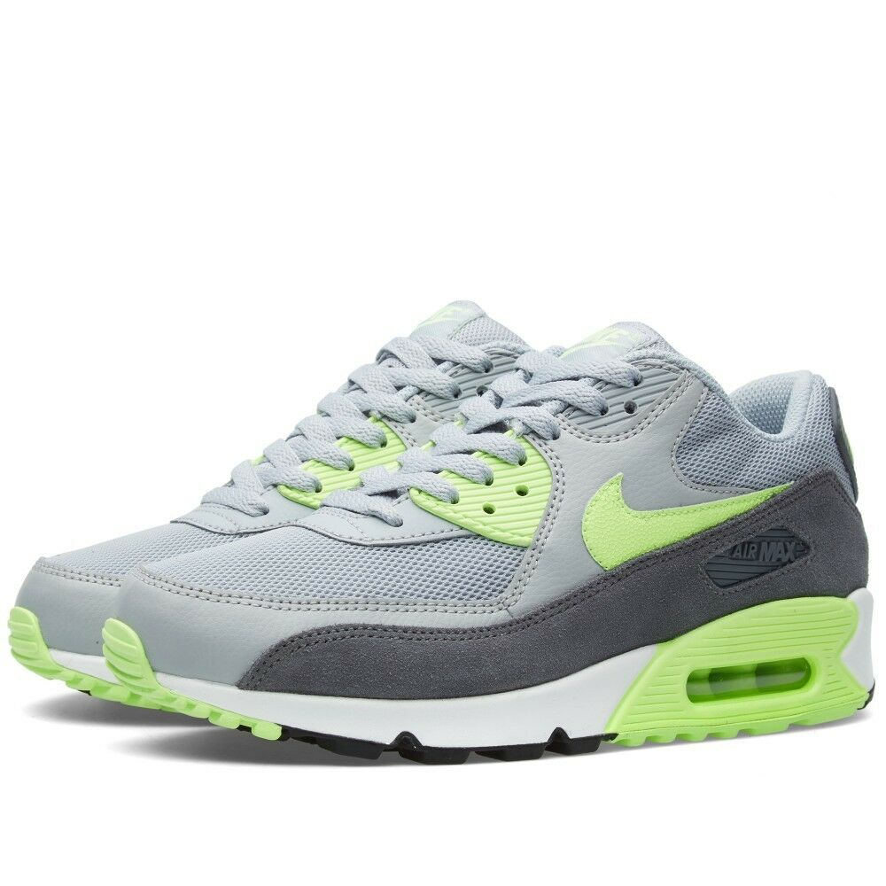 Brand new NIKE AIR MAX 90 Damens ESSENTIAL TRAINERS  /  Größe UK 4 /  4.5 12bef7
