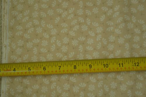 "C2461 By-the-Half-Yard 43/"" Wide White Calico on Light-Tan Quilter/'s Cotton"