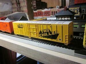 FGE-EXPRESS-REFRIGERATED-MECHANICAL-REEFER-60-039-ATHEARN-1-87-HO-RTR-THE-CHILLER