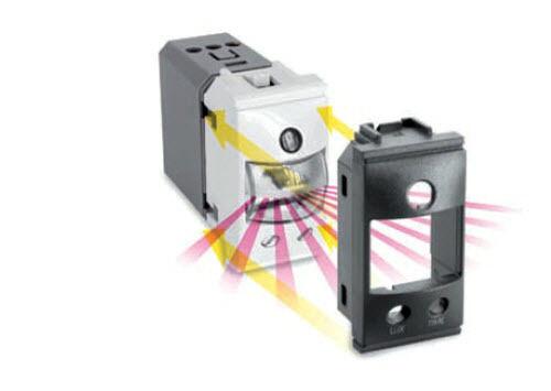 PERRY 1LE001 Notfall + Marker LED- Grünieft 1 Modell 20lm 2h AUT. MATIX