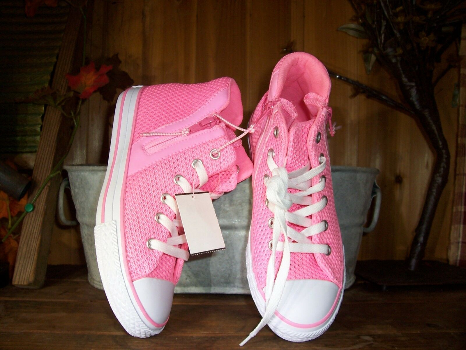 CONVERSE GIRLS ATHLETIC SHOES SIZE 6M