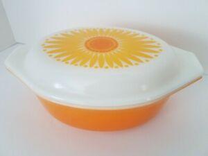 VINTAGE PYREX CASSEROLE DISH with lid SUNFLOWER pattern bright orange
