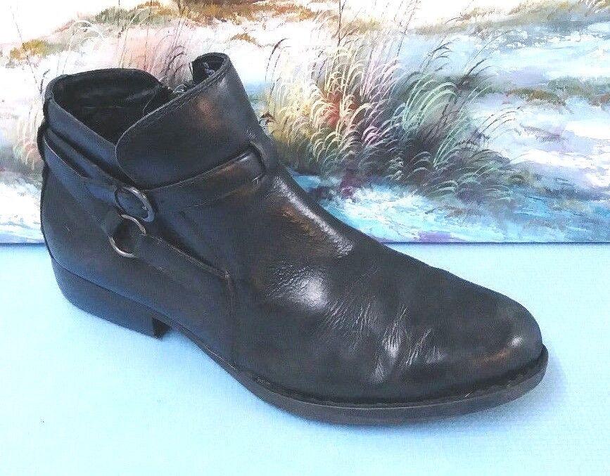 Born Men's Black Boots Size 11 M