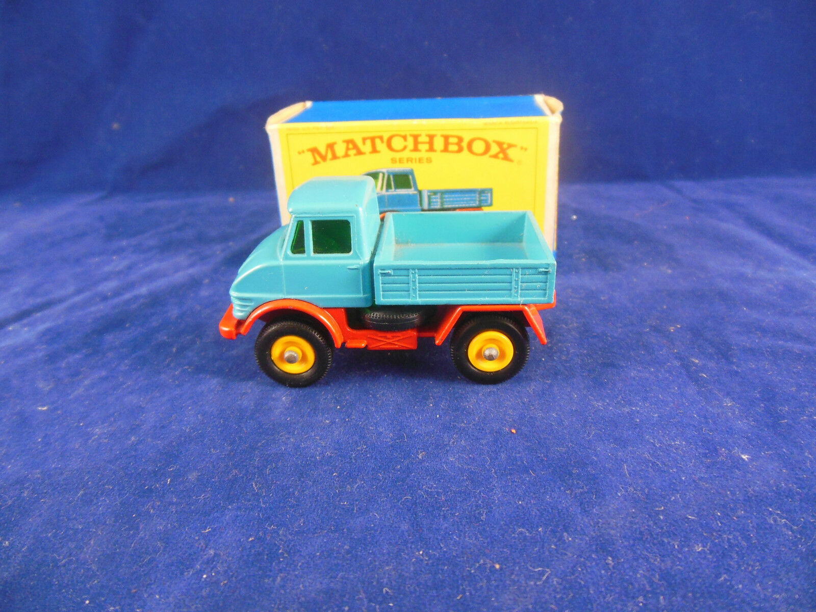 Matchbox 49 b Mercedes Benz Unimog in bluee over Red Chassis