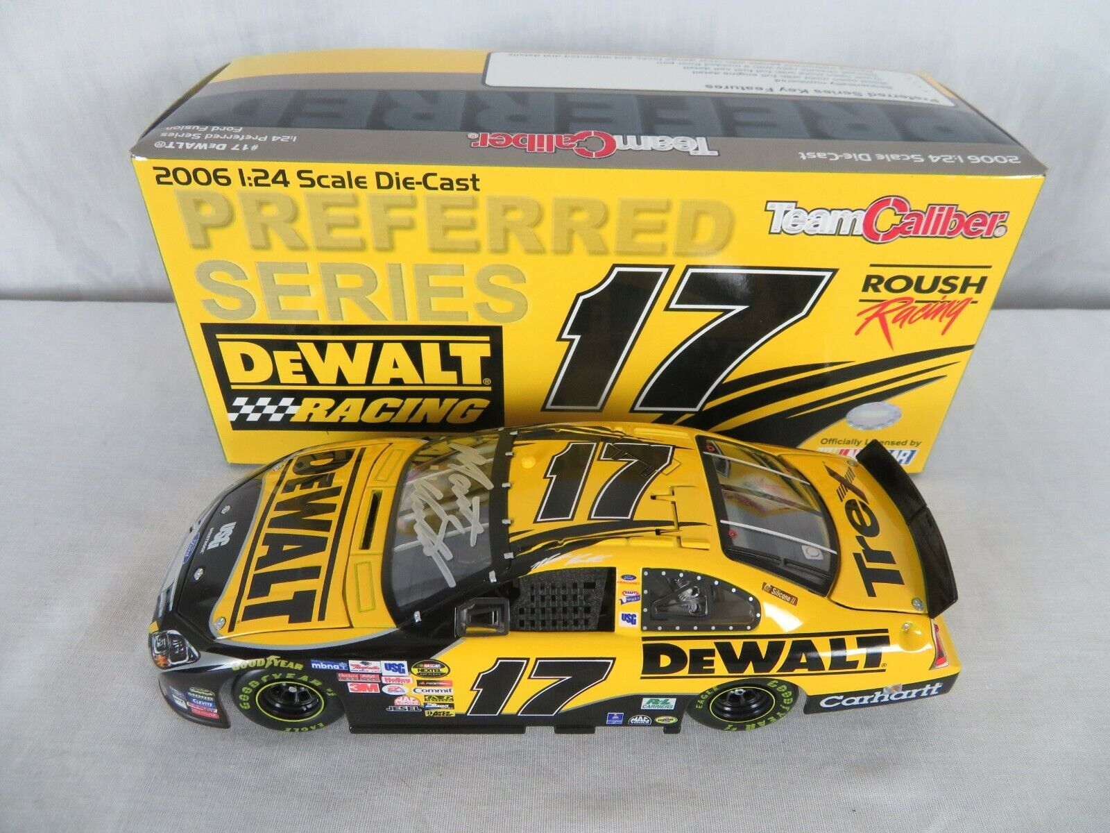 2006 Team Caliber Preferred Autograph Matt Kenseth  17 DeWalt 1 24 Scale Diecast