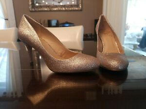 Vince-Camuto-Sariah-Pump-Women-039-s-7-5-M-Gold-Glitter-Round-Toe-Slip-On-Heel-Shoes