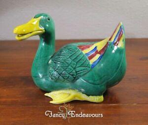 Large-Vintage-Chinese-Porcelain-Famille-Verte-Duck-Figurine