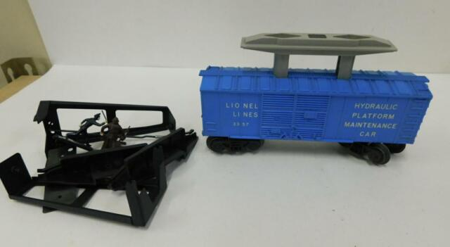 LIONEL 3357 COP AND HOBO (HYDRAULIC MANT)