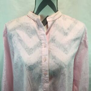 Foxcroft Shape Fit Crinkle Pink Floral Blouse Mandarin Collar Bottom Front 16 T8