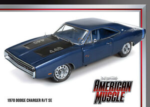 1970-Dodge-Charger-R-T-SE-Medium-Blue-Metallic-1-18-Auto-World-980