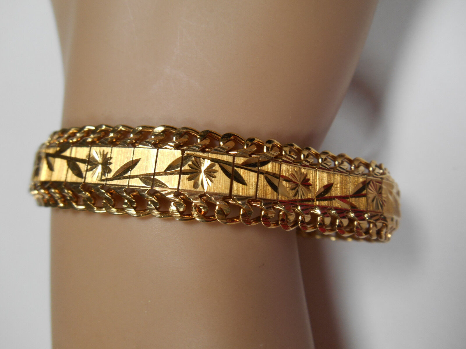 18K Min. Yellow gold Bracelet Wide Etched Links with Double Chain 29 grams
