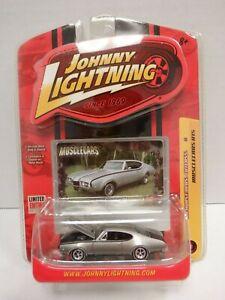 Johnny-Lightning-1968-Hurst-Olds-Cutlass-Silver-R15-1-64-010820DBT3