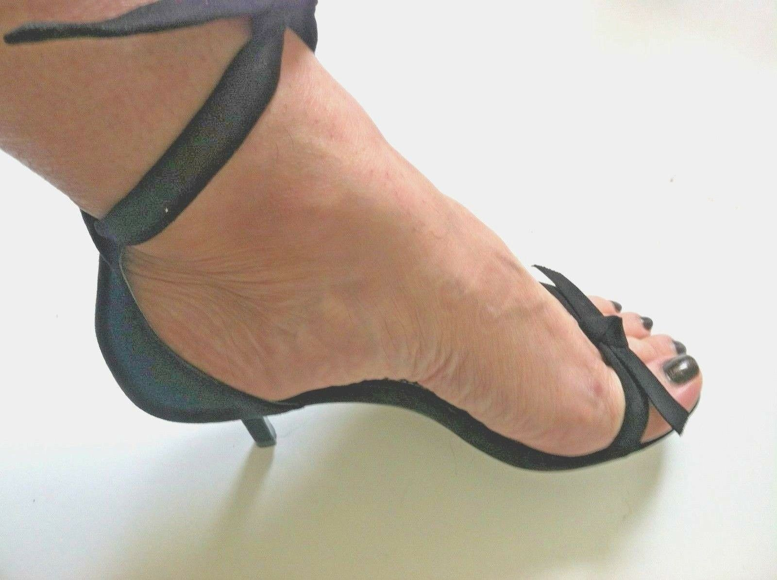New Charles David donna scarpe high heel sandal nero strap ankle tie bow Dimensione 6M