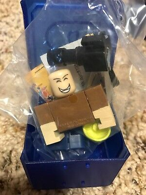With Code BonnabelleRose /& Box Roblox Series 2 Pack BRAND NEW