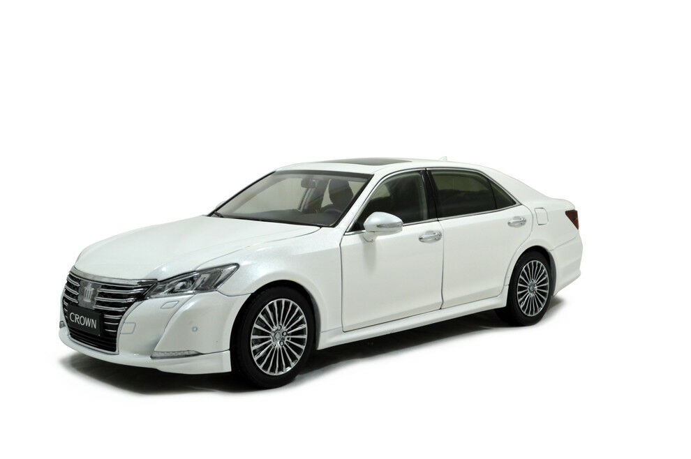 1 18 1 18 Scale Toyota Crown 2015 White Diecast Model Car Paudimodel
