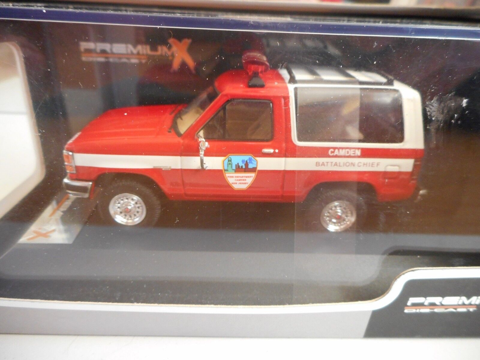 Premium X Ford Bronco Bronco Bronco II Camden New Jersey 1990 in Red on 1 43 in Box 7bb840