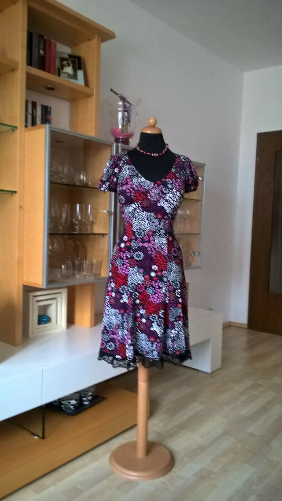 RINASCIMENTO Kleid Gr M 38 40 beere Blütentraum Spitzensaum Viscose Elasthan