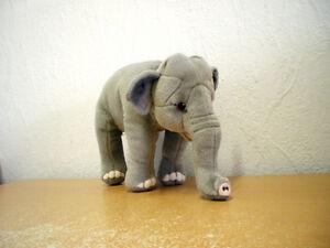 Kleiner Elefant (Plüsch) / Small Elephant (Plush)