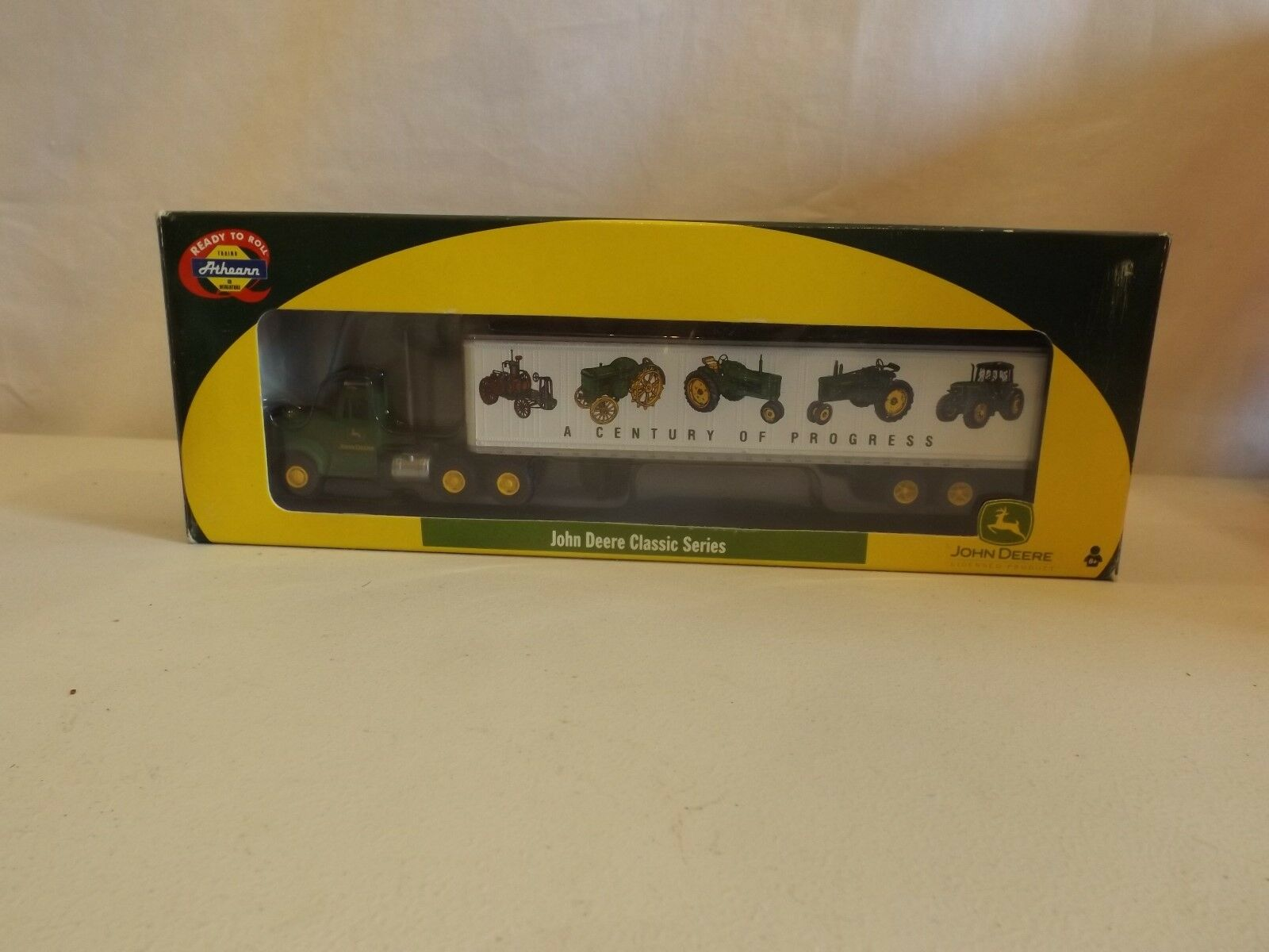 HO Athearn John Deer Kenworth and trailer, NIB