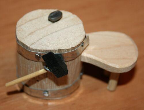 3 cm br Holz Deko Krippenzubehör Schusterbock Hammer  4,7 cm h 6cm breit