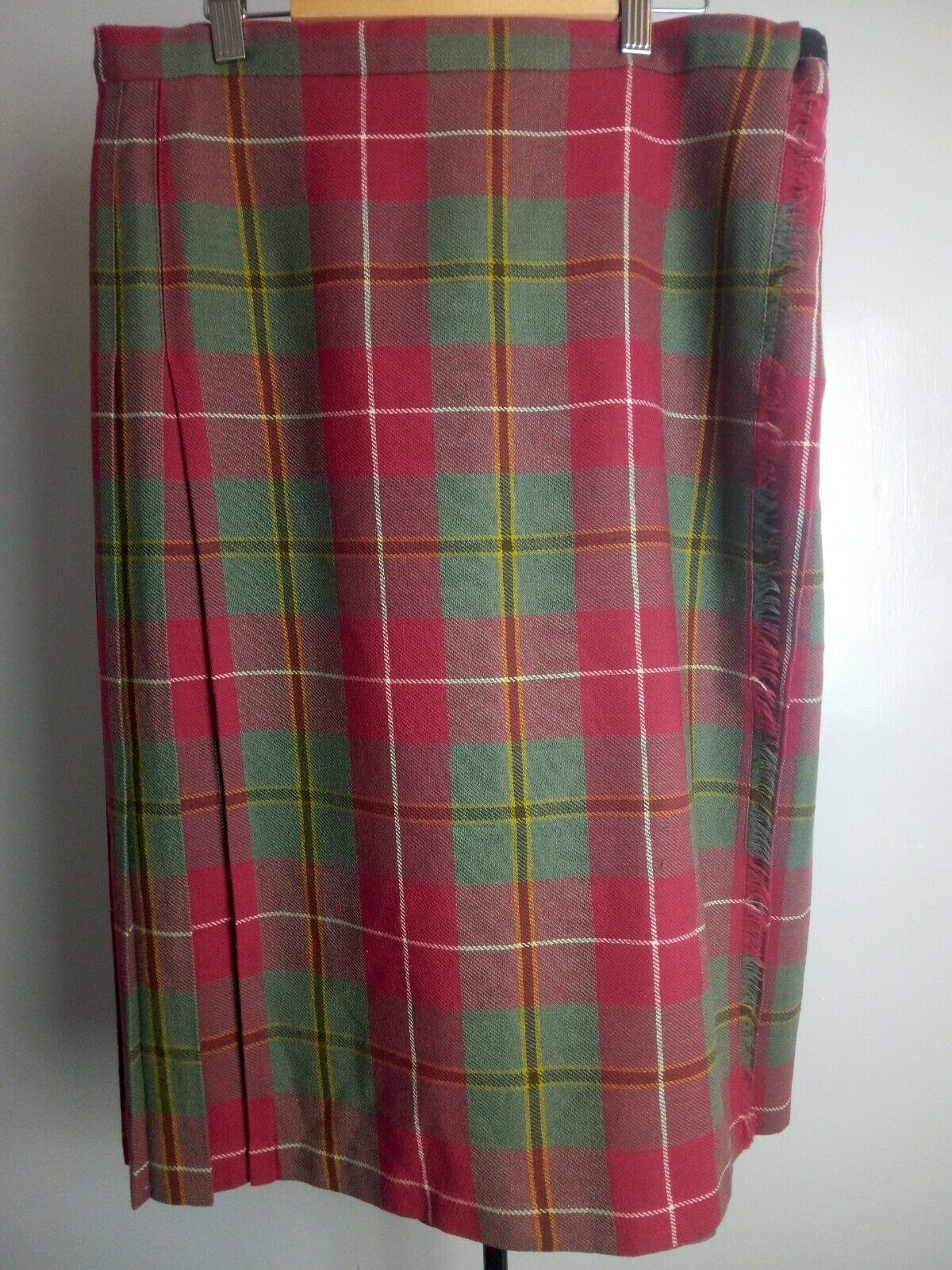 Scottish Kilt Size 18. 100,% pure New Wool. Smart buckle fastening.