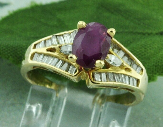 Pre owned 1.10 ct 14k Solid Yellow gold Natural Ruby &  Diamond Ring  3.2 Grams
