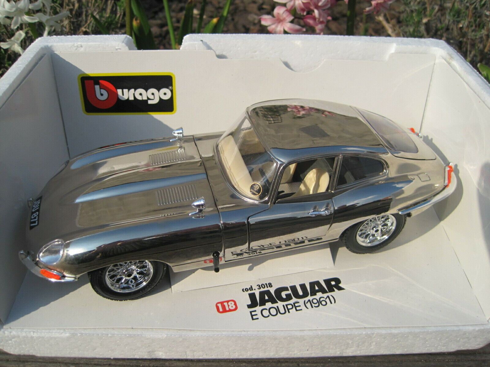 Burago 1  18 3018 jaguar E Type 1961. cromado Chrome plated.